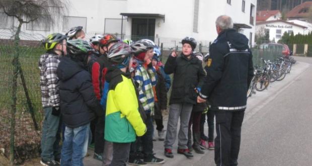Fahrradprüfung der Klasse 4a und 4b